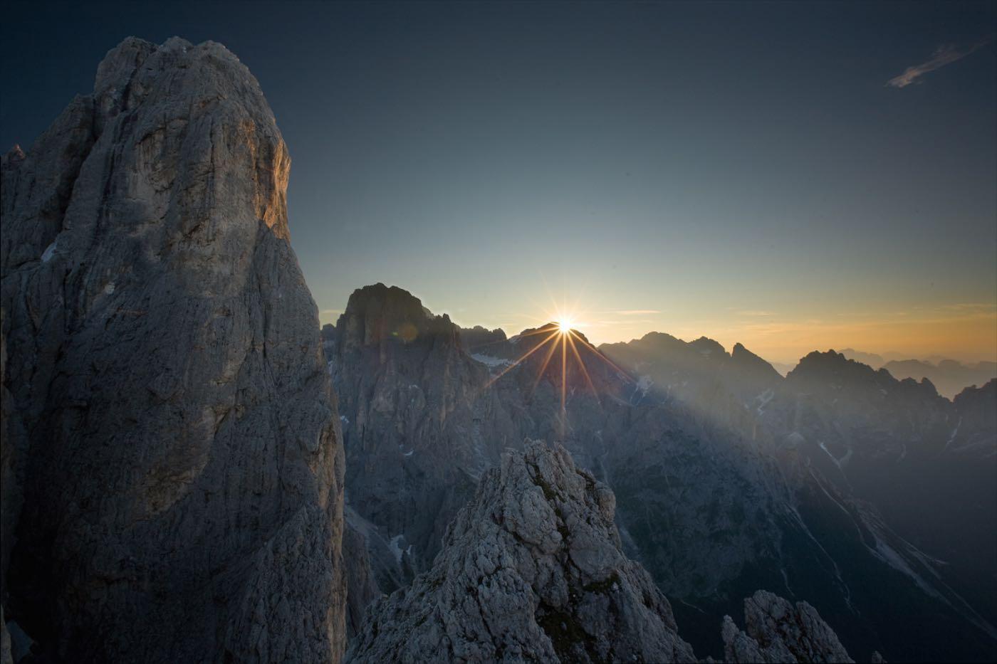 Sass Maor e l'alba . Pale di San Martino